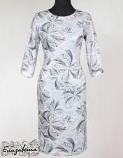 Платье прямого силуэта.